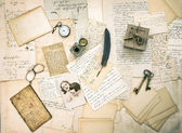 Old love letters, postcards, antique accessories and photo — Stockfoto