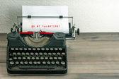 Schreibmaschine mit White-Paper-Seite. meine Valentinsfreundin! — Stockfoto