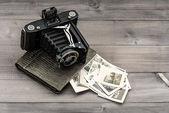 Vintage photo camera and album with old photos — Stock Photo