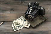 Vintage camera and album with old photos — Stock Photo
