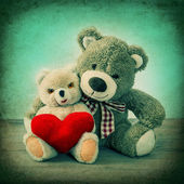 Teddy Bears couple with red heart. Valentines Day — Stock Photo