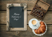 Coffee with croissant. romantic Valentine's Day breakfast — Stock Photo