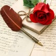 Love letters, red rose and antique feather pen — Stock Photo