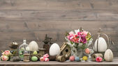 Easter decoration with tulips end eggs — Stock Photo