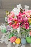 Pink tulip flowers, butterflies, easter eggs — Stock Photo