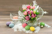 Pastel colored tulip flowers and easter eggs — Stock Photo