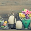 Easter stillife. Tulip flowers and colored eggs — Stock Photo #43502595