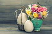 Tulip flowers with retro easter eggs decoration — Stock Photo