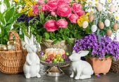 Easter cake, spring flowers, eggs and bunny — Stock Photo
