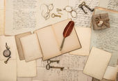 老式写配件、 旧报纸和信件 — 图库照片