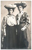 Two young ladies wearing vintage clothing — Stock Photo