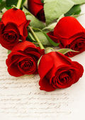 Red roses and old love letters. retro style — Stock Photo