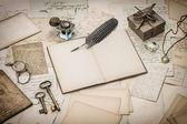 Abra el libro diario, cartas, artículos de oficina — Foto de Stock