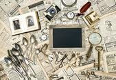 Vintage collectible goods. Keys, photos, cutlery — Stock Photo