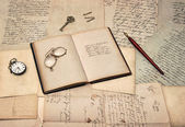 Antique writing accessories, open diary book, old letters and po — Стоковое фото