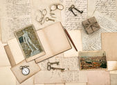 Antique accessories, old letters, diary book and photos from Flo — Stock Photo