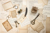 Old letters and antique office supplies — Stockfoto
