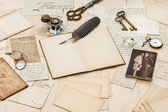 Old letters, vintage postcards and antique feather pen — Стоковое фото