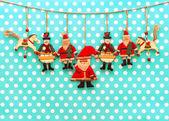 Decorazione di natale con mano antico fatti di giocattoli in legno — Foto Stock