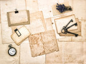 Aged papers, vintage accessories, keys, pocket watch, lavender f — Стоковое фото