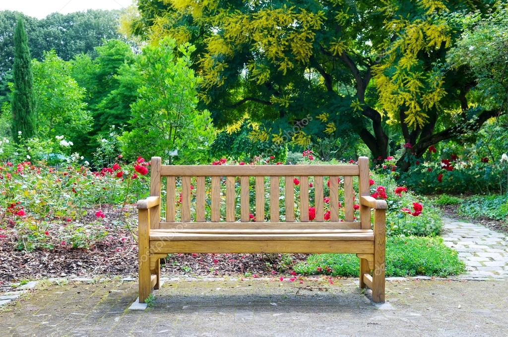 Wooden bench in the park — Stock Photo © Alinamd #18651043