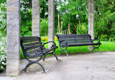Bench to rest in a beautiful park — Stockfoto