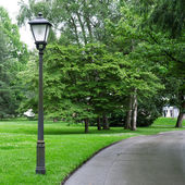 Zaklamp voor het verlichten van het park — Stockfoto