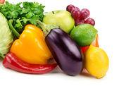 Set di frutta e verdura, isolato su sfondo bianco — Foto Stock