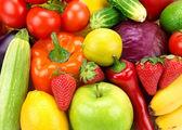 Jasnym tle różnych owoców i warzyw — Zdjęcie stockowe