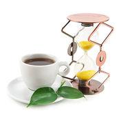 Teetasse und sanduhr isoliert auf weißem hintergrund — Stockfoto