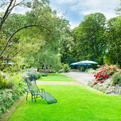 Beautiful summer park with green lawns and flower beds — Stock Photo