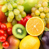 Bright background of ripe fruit and vegetables — Stock Photo