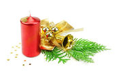 Vánoční ozdoby, svíčky a jedle — Stock fotografie