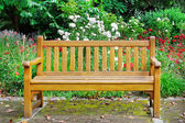 Wooden bench in the autumn park — Stock Photo