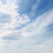 Nuvole nel cielo blu — Foto Stock