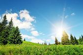 Lever du soleil dans les montagnes — Photo