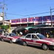 Mexican market and taxis — Stock Photo