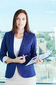 Mujer con documento — Foto de Stock
