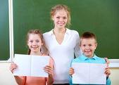 Teacher and schoolkids — Stock Photo