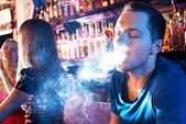 Smoking hookah — Stock Photo