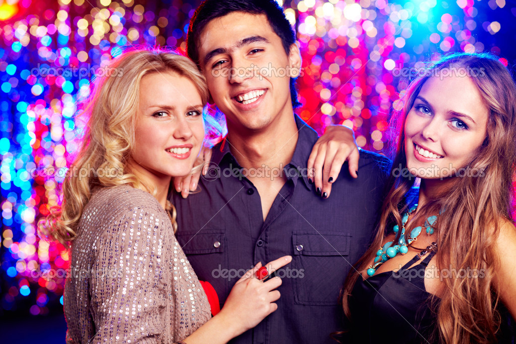 Image of happy girls and guy spending time together at party — Stock Photo #13724220
