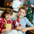 Kids with gifts — Stockfoto