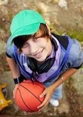 Chlap s míčem — Stock fotografie
