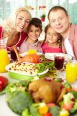 Glad familj — Stockfoto