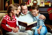 Family reading — Stock Photo
