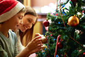 Preparando a árvore de natal — Foto Stock