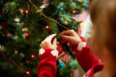 Decorating xmas tree — Stock Photo