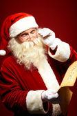 Santa läsa brev — Stockfoto