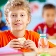 Foto Stock: Lunch in school