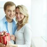 Couple with present — Stock Photo